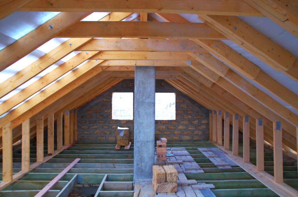 Renovierungsarbeiten Dachstuhl Dachboden
